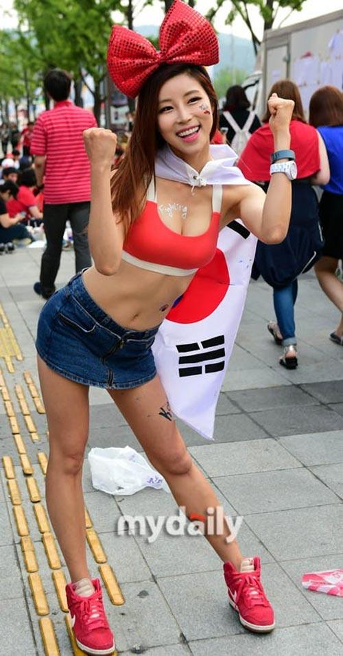 Thiếu nữ Hàn khoe vòng 1 nõn nà mừng World Cup - 5