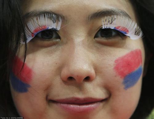 Thiếu nữ Hàn khoe vòng 1 nõn nà mừng World Cup - 2