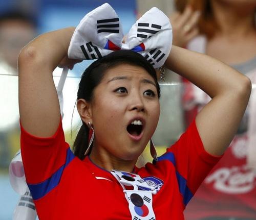 Thiếu nữ Hàn khoe vòng 1 nõn nà mừng World Cup - 9