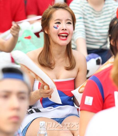 Thiếu nữ Hàn khoe vòng 1 nõn nà mừng World Cup - 4
