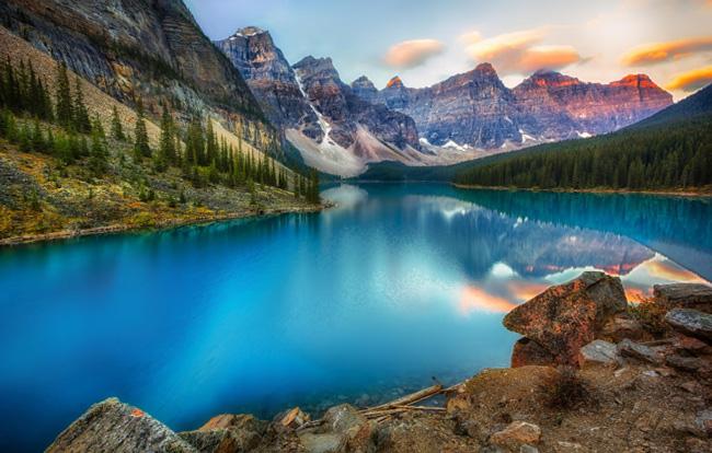 1. & nbsp;Thung lũng Peaks Ten thuộc tỉnh Alberta là một trong những điểm đến & nbsp;yêu thích nhất của đông đảo du & nbsp;khách & nbsp;khi đến Canada.