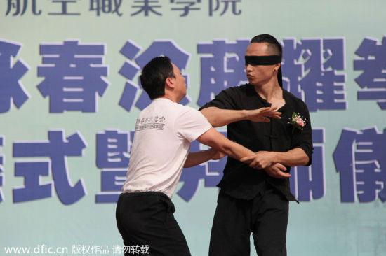 TQ: Nữ tiếp viên hàng không học võ chống khách quậy - 4