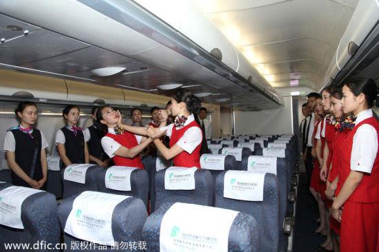 TQ: Nữ tiếp viên hàng không học võ chống khách quậy - 5