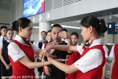 TQ: Nữ tiếp viên hàng không học võ chống khách quậy - 2