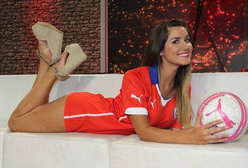 Fan ngực trần cổ vũ Chile hạ gục ''bò tót'' - 6