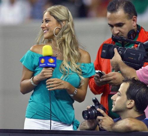 Nữ phóng viên Mexico xinh đẹp làm người hâm mộ phát sốt - 2