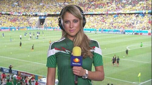 Nữ phóng viên Mexico xinh đẹp làm người hâm mộ phát sốt - 1
