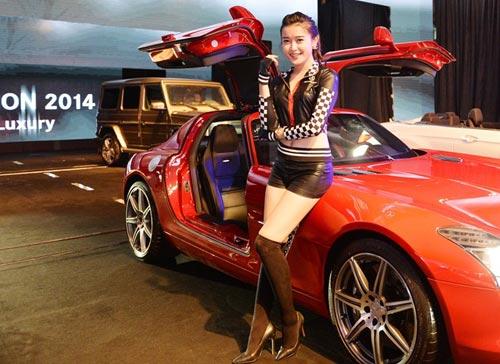 Siêu mẫu Huyền My đọ dáng cùng siêu xe cánh chim - 3