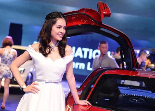Siêu mẫu Huyền My đọ dáng cùng siêu xe cánh chim - 7