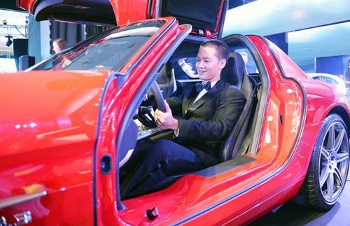 Siêu mẫu Huyền My đọ dáng cùng siêu xe cánh chim - 8