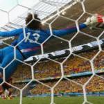 """Bóng đá - Khi Neymar đối đầu """"người nhện thất nghiệp"""" Ochoa"""