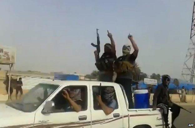 Iraq chính thức đề nghị Mỹ không kích phiến quân - 1