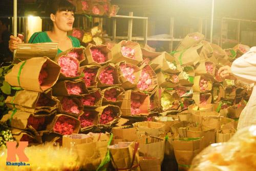 Lung linh sắc hoa chợ đêm Quảng Bá - 10