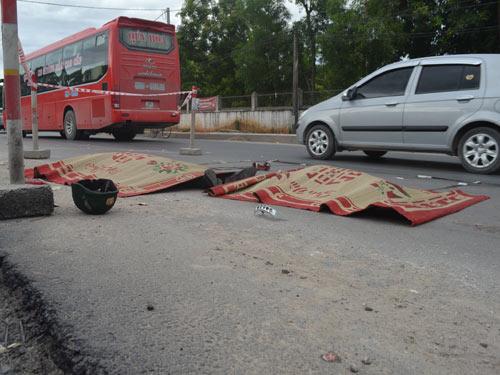 Xe tải tông xe máy, 2 người tử vong tại chỗ - 1