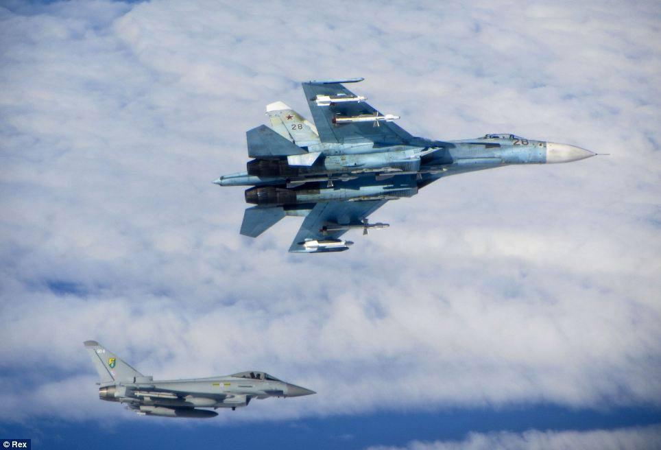 Cận cảnh chiến đấu cơ Anh chặn 7 máy bay Nga - 1