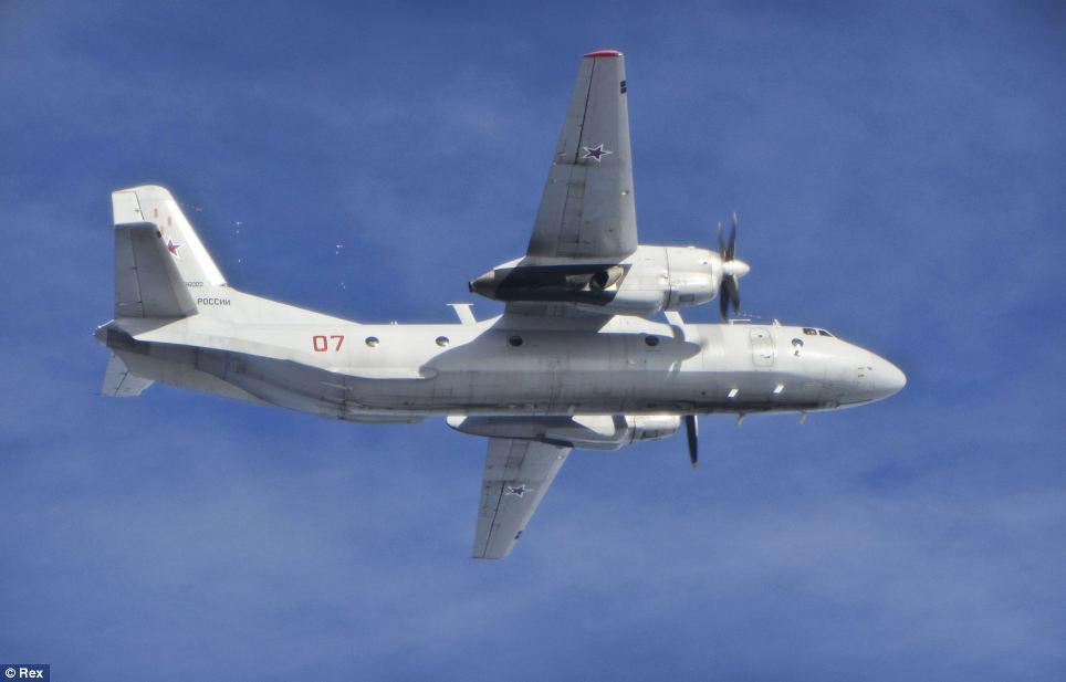 Cận cảnh chiến đấu cơ Anh chặn 7 máy bay Nga - 2