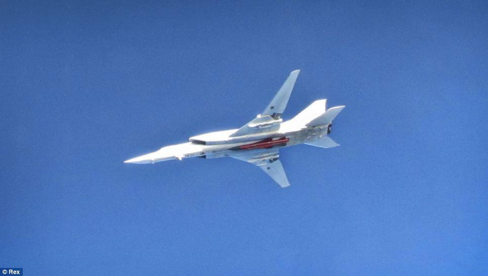 Cận cảnh chiến đấu cơ Anh chặn 7 máy bay Nga - 4