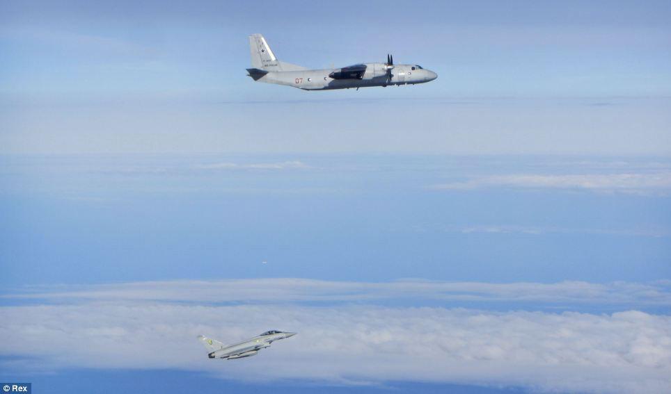 Cận cảnh chiến đấu cơ Anh chặn 7 máy bay Nga - 6