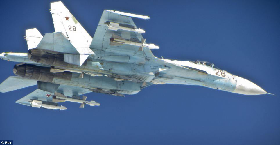 Cận cảnh chiến đấu cơ Anh chặn 7 máy bay Nga - 7