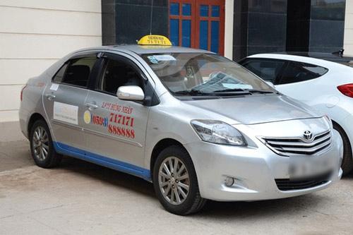 Thiếu nữ 17 tuổi đập đầu tài xế, cướp taxi trong đêm - 1