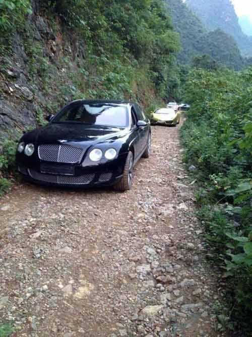 Dàn siêu xe vượt đường rừng ở VN gây bão trên mạng - 1