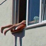 Phi thường - kỳ quặc - Tắc đường vì thiếu nữ khỏa thân tắm nắng