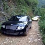 Tin tức ô tô - xe máy - Dàn siêu xe vượt đường rừng ở VN gây bão trên mạng