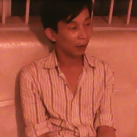 Gái bán dâm Sài Gòn đu cột xuống đất để trốn công an - 1