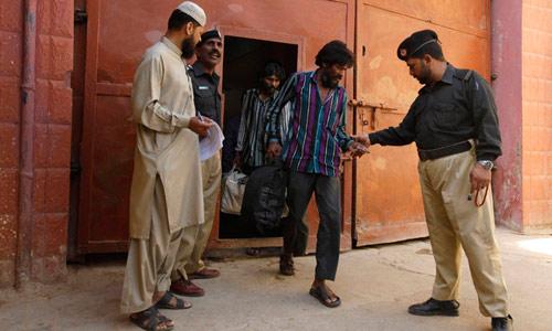 Ấn Độ: Cảnh sát thả 283 kẻ giết người, cướp của - 1