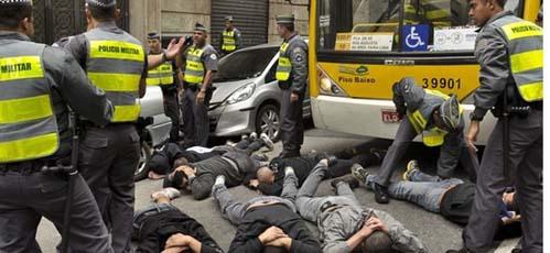 CĐV Anh bị hooligan Brazil tấn công phải nhập viện - 1