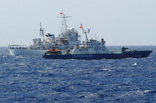 Trung Quốc kéo thêm 3 giàn khoan xuống Biển Đông - 2