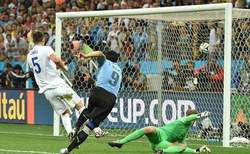 Suarez – Gerrard: Người lên đỉnh, kẻ xuống vực - 1