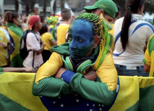 Fan bóng đá khoe độ cuồng ở World Cup 2014 - 1