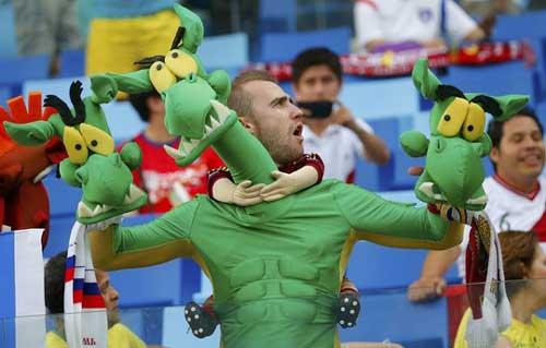 Fan bóng đá khoe độ cuồng ở World Cup 2014 - 11