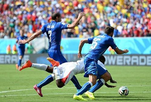 Trọng tài làm ngơ lỗi của Ý, Costa Rica mất 11m - 1
