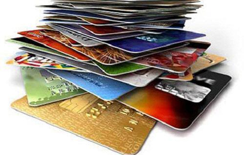 Chủ thẻ ATM 'gồng mình' gánh 'rừng' phí - 2