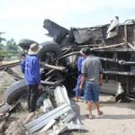 Tin tức trong ngày - Tàu hỏa tông xe tải, 1 người nguy kịch