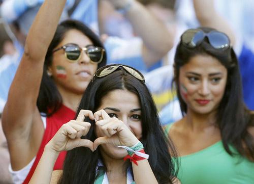 Fan bốc lửa xứ tango đua sắc bên vẻ thùy mị Iran - 12