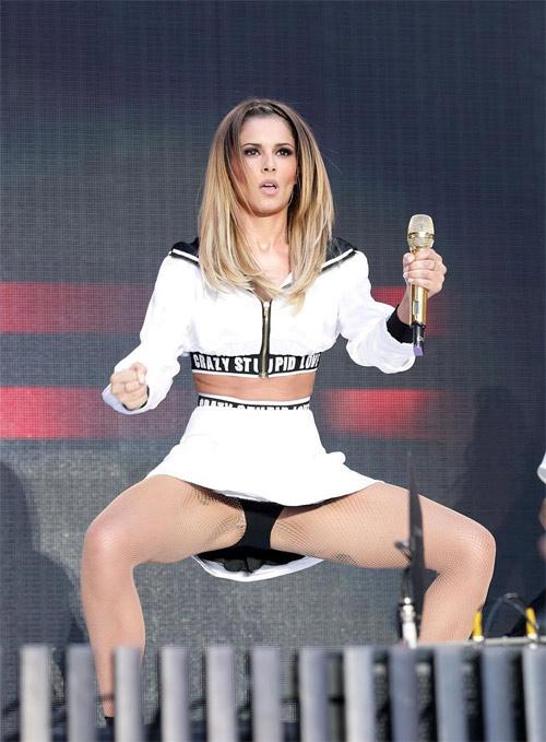 Cheryl Cole vô duyên với váy ngắn - 1