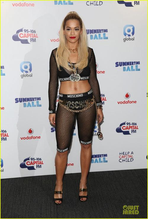 Cheryl Cole vô duyên với váy ngắn - 7
