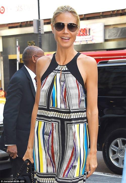 Cheryl Cole vô duyên với váy ngắn - 13