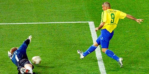 Ronaldo béo chúc mừng Klose sánh ngang kỷ lục vĩ đại - 1