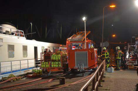 Sơ tán khẩn cấp 200 người trên tàu chìm ở Hà Lan - 1
