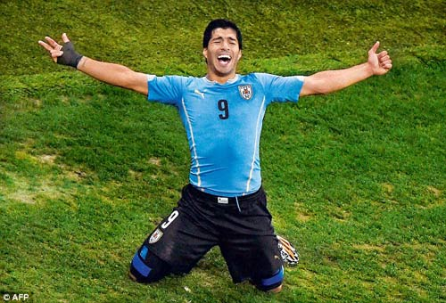 Real, Barca và Mourinho nghiêng ngả vì Suarez - 2
