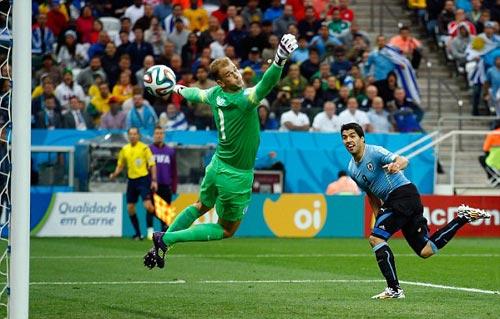 Real, Barca và Mourinho nghiêng ngả vì Suarez - 1