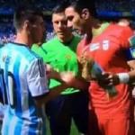 Bóng đá - Chưa đá, Messi đã bị xin áo