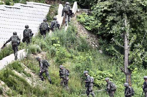 Hàn Quốc: Quân đội bao vây kẻ xả súng giết 5 đồng đội - 4