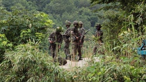 Hàn Quốc: Quân đội bao vây kẻ xả súng giết 5 đồng đội - 2