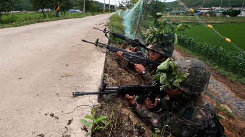Hàn Quốc: Quân đội bao vây kẻ xả súng giết 5 đồng đội - 3