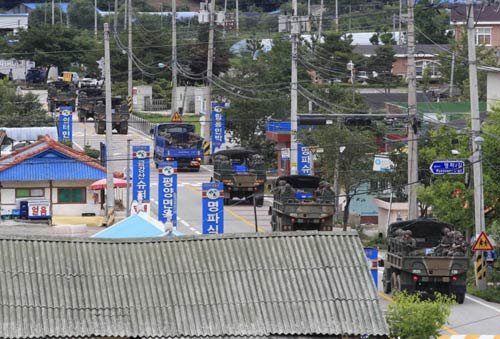 Hàn Quốc: Quân đội bao vây kẻ xả súng giết 5 đồng đội - 1